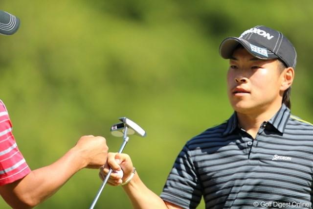 2013年 日本プロゴルフ選手権大会 日清カップヌードル杯 3日目 藤本佳則 面倒くさいならやめません?グータッチ。