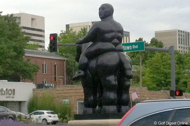 セントルイス市内にある銅像 果たして、どんな意図で制作されたのでしょう?