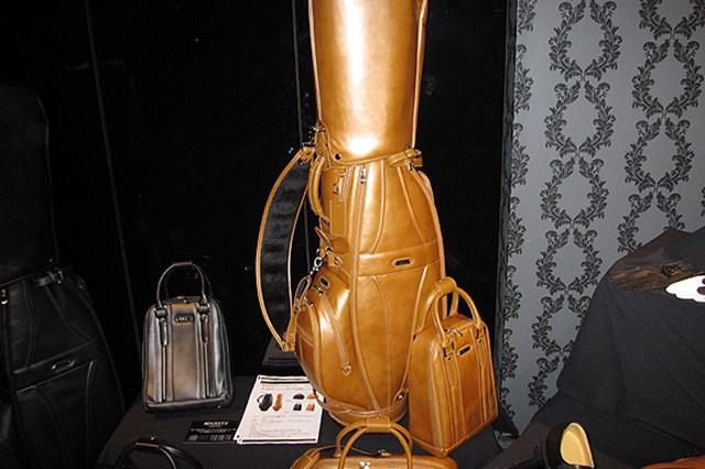 高級感溢れるクラシックモデルの「マジェスティ バッグ」