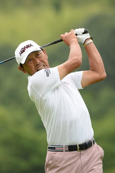 ホールインワンを含む「67」で単独首位スタートを切った高橋勝成 ※画像提供:日本プロゴルフ協会 2013年 ISPS HANDA CUP 五月晴れのシニアマスターズ 初日 高橋勝成