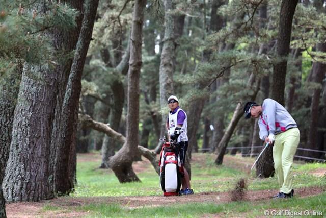 2013年 ダイヤモンドカップゴルフ 3日目 松山英樹 2番ティショットを左の林に入れてしまったけど、さすがナイスリカバリー