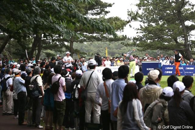 2013年 ダイヤモンドカップゴルフ 3日目 17番ティ やはり松山君人気でギャラリーもすごいですね