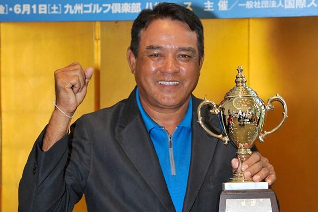 プレーオフを制し、日本シニアツアー初勝利を手にしたB.ルアンキット ※画像提供:日本プロゴルフ協会
