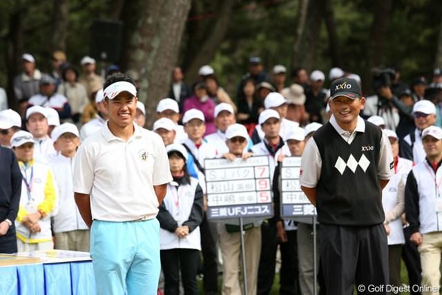 2013年 ダイヤモンドカップゴルフ 最終日 松山英樹&中嶋常幸 今季2勝目の松山ともに、中嶋はベストスコア賞の受賞で表彰式に出席した