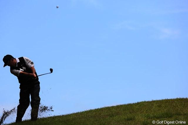 2013年 ダイヤモンドカップゴルフ 最終日 中嶋常幸 16番唯一空ぬけのできるところにボールが・・・