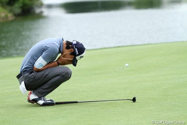 2013年 「全米オープン」米国地区予選会 石川遼 バーディチャンスを逃し、思わず顔を覆う石川遼。「全米オープン」出場権獲得はならなかった