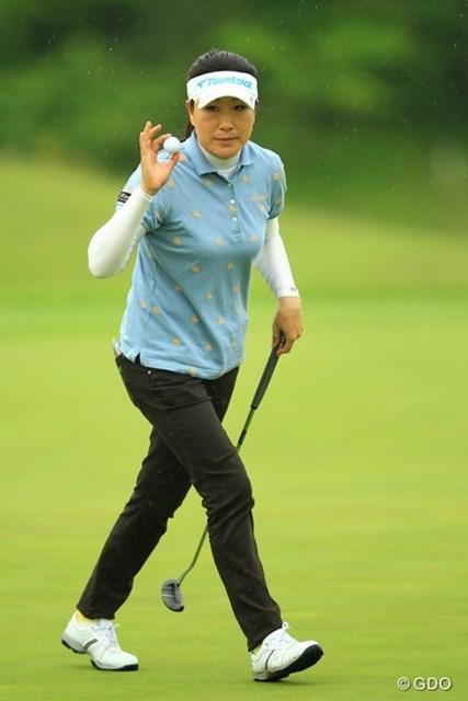 ママさんゴルファーがんばってます。今日は安定したゴルフでしたね。4アンダー2位タイです。