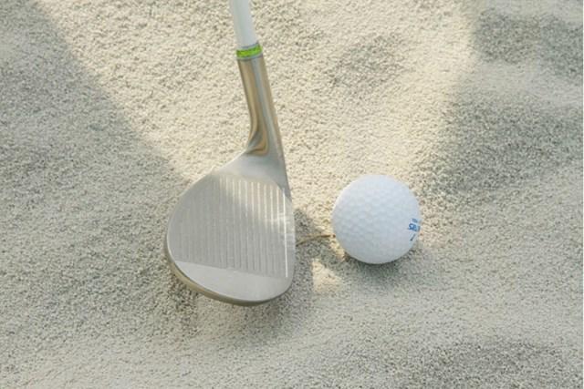 新製品レポート ダンロップスポーツ スリクソンamica アイアン ソールの接地面が広く、砂面を滑らせてクラブを振り抜くイメージでナイスアウト!