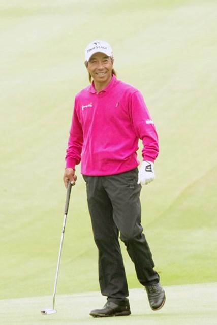 同伴競技者、プロアマ参加者からの温かい祝福に、常に笑顔で応えていた井戸木鴻樹
