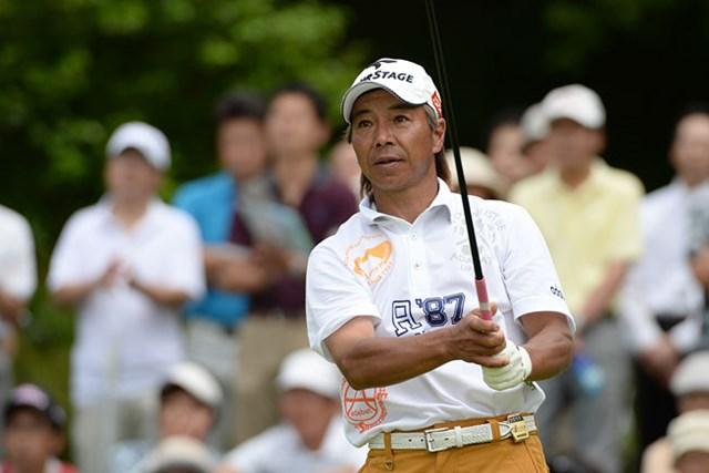 かろうじて首位を守った井戸木鴻樹。最終日の戦いに注目だ!(提供:日本プロゴルフ協会)