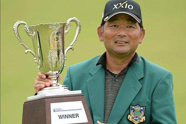 室田淳との接戦を制し、逆転優勝を飾った中嶋常幸(提供:日本プロゴルフ協会)
