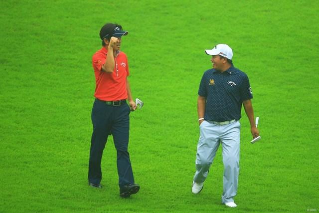 2013年 日本ゴルフツアー選手権 Shishido Hills 初日 深堀圭一郎、P.マークセン 楽しそうに会話する二人。何故か深堀さんは「コブラガッツポーズ」。会話の内容を知りたいです。