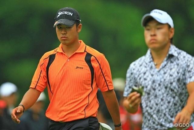 2013年 日本ゴルフツアー選手権 Shishido Hills 初日 松山英樹、藤本佳則 「藤本先輩のおにぎりが美味そうだなぁ。」とずっと恨めしい表情でおにぎりを見つめていた松山くん。