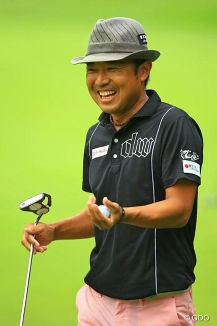 2013年 日本ゴルフツアー選手権 Shishido Hills 2日目 片山晋呉 2番Par5で長~いバーディパットを決めて、満面の笑顔です。
