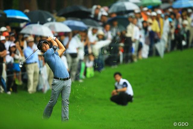 2013年 日本ゴルフツアー選手権 Shishido Hills 2日目 石川遼 18番2ndショット。何とかグリーンに乗っていれば、まだチャンスがあったのかも。