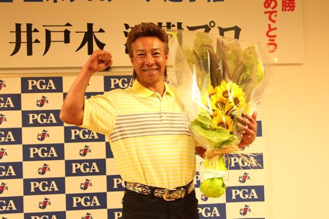 2013年 プレーヤーズラウンジ 井戸木鴻樹 井戸木鴻樹の「全米シニアプロ選手権」優勝の一報は、驚きとともに日本中を駆け巡った