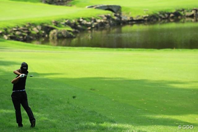 2013年 日本ゴルフツアー選手権 Shishido Hills 最終日 小平智 勝負の17番、ラフからグリーンをとらえた小平智が勝利に大きく前進した