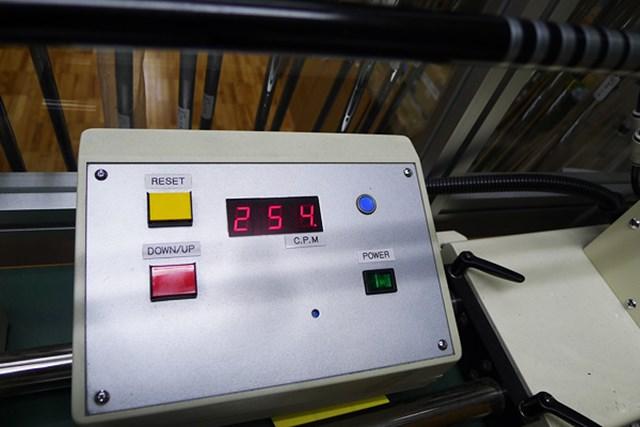 マーク試打 ブリヂストン TOURSTAGE X-DRIVE 709 D430 オリジナルシャフトのフレックスSの硬さは254cpm。しなり量はやや少なめの粘り系だ