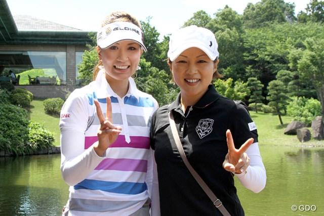 今も深い交流が続いている辻村明須香(左)と、引退した赤堀奈々の2人