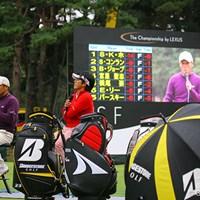 試合後、18番では丸山茂樹と近藤智弘のトークショーやオークションが行われた 丸山茂樹&近藤智弘