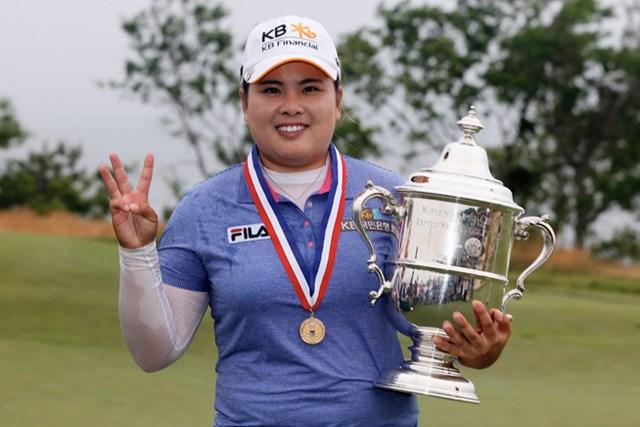 メジャー3連勝の朴仁妃、その右手には3本の指が立てられた(Scott Halleran/Getty Images)