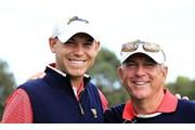 ジェイ・ハース(右)とビル・ハース親子