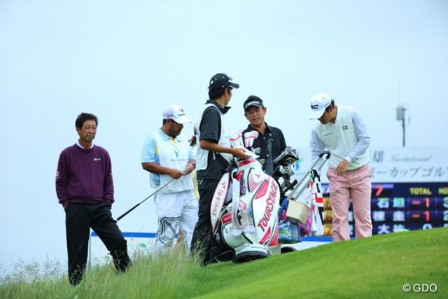 2013年 長嶋茂雄 INVITATIONAL セガサミーカップゴルフトーナメント 初日 渡辺司 なんかギャラリーのおじさんがロープ内に…と思ったらなぜか渡辺司プロだった