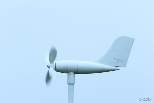 2013年 長嶋茂雄 INVITATIONAL セガサミーカップゴルフトーナメント 初日 風向風力計 風見鶏ならぬ、風見飛行機?