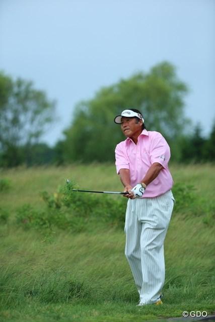 2013年 長嶋茂雄 INVITATIONAL セガサミーカップゴルフトーナメント 初日 尾崎将司 結構なラフなのにボールを見つけた瞬間すぐ打っちゃった。さすが