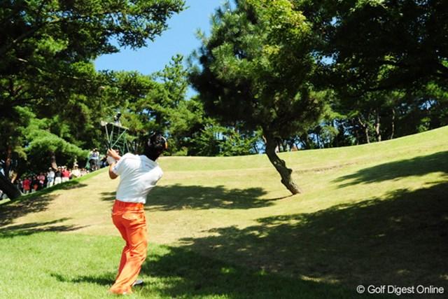 三好名物16番パー3で崖下からロブショットを打つ石川遼