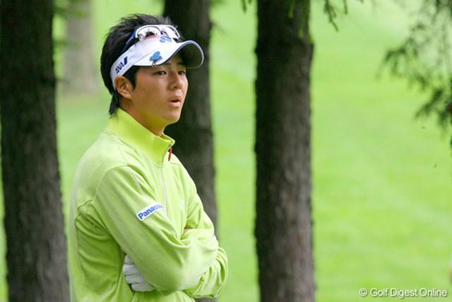 スタートホールの10番で右の林に打ち込んだ石川遼。106位タイと出遅れた