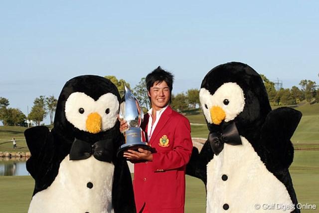 """史上最年少勝利を飾った昨年の石川遼。""""ハニカミフィーバー""""はこの大会から始まった"""
