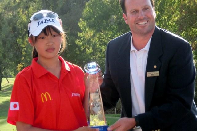 女子11~12歳の部を制した手束雅。鮮やかな逆転で世界一の称号を獲得した ※画像提供:国際ジュニアゴルフ育成協会