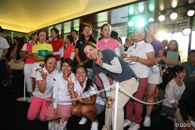 ミランダ・カーの登場にドキドキの女子プロ達 登場前から大興奮