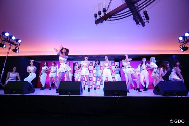 E-girlsのライブが行われ、集まったファンを大いに盛り上げた