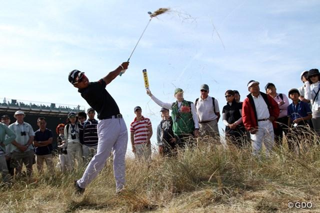2013年 全英オープン 3日目 松山英樹 17番のセカンドショット。この処置に時間が掛かり、松山は罰打を受けた