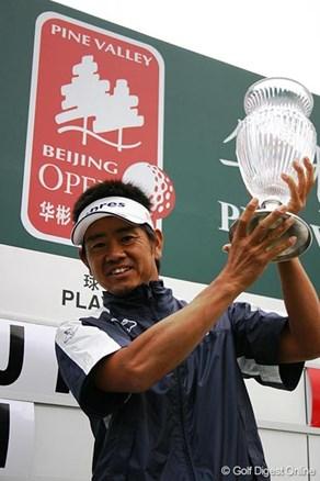 藤田寛之が歴史的一戦を制す! 3年ぶりの勝利に花を添える