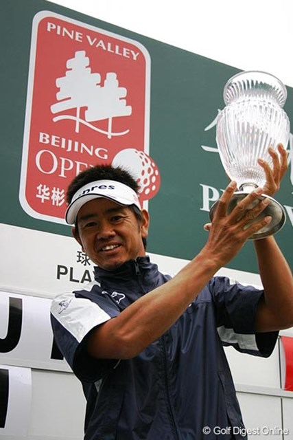 歴史的一戦を見事に制し、3年ぶりの勝利を挙げた藤田寛之