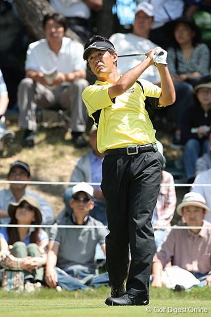 ベテランの鈴木亨は首位と3打差で最終日に進む