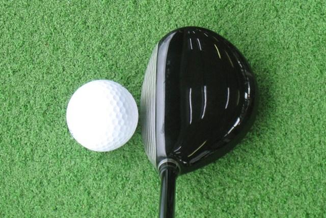 ボールとヘッドを並べてみてもわかるように、とにかくヘッドが小ぶり