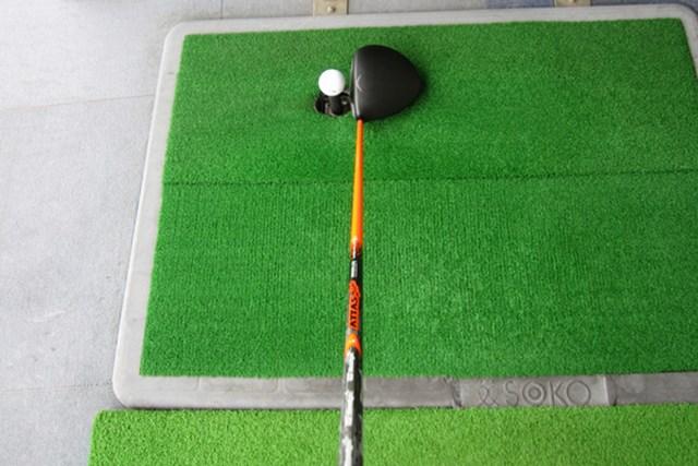 性能的には、初代と3代目の間に位置するモデル。先端が硬いため、ボールが左に行きづらいのが特徴