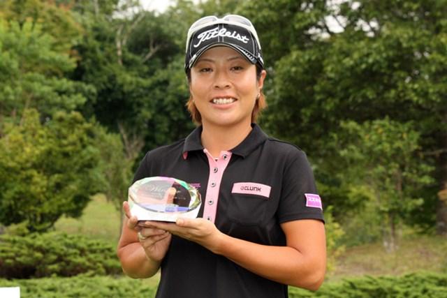 プレーオフを制し、03年以来10年ぶりの勝利を手にした佐々木慶子 ※画像提供:日本女子プロゴルフ協会
