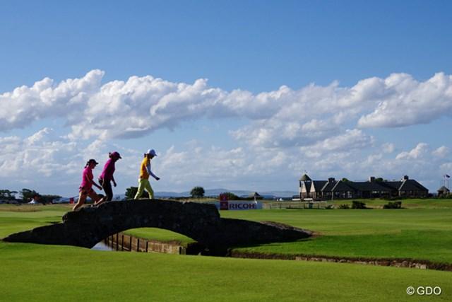 ゴルファーなら誰もが知っている有名な橋は、全長はほんの数メートルしかない