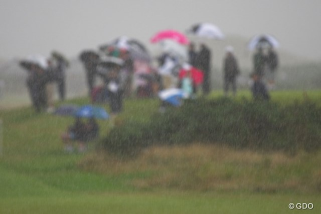 降り始めると、ずぶ濡れになるほど激しい雨が降るが、グリーンに水は浮かない