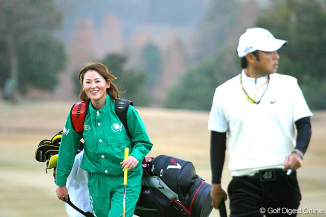 今年も片山晋呉のキャディを務めるのは、女子プロの北田瑠衣だ