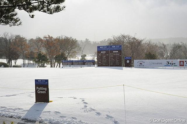 スキー場ではありません!完全に雪に埋もれてしまったピンクス・ゴルフクラブ