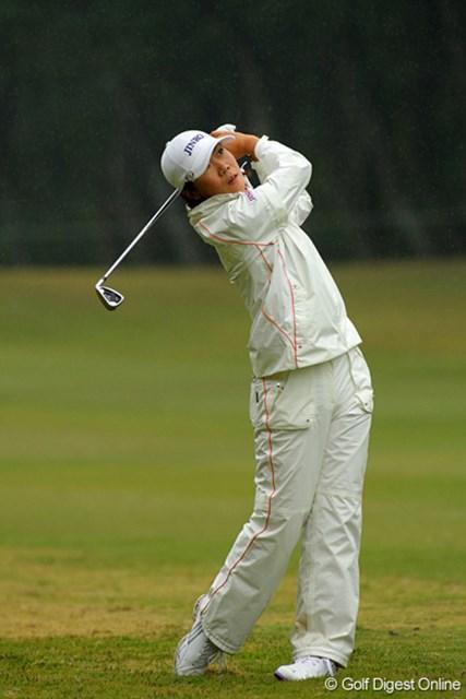 プレッシャーの中、ステディなゴルフを続ける李知姫