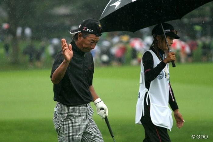 井戸木は午前中、雨の中のプレーを強いられコースに対応できなくなった。 2013年 全米プロゴルフ選手権 2日目 井戸木鴻樹