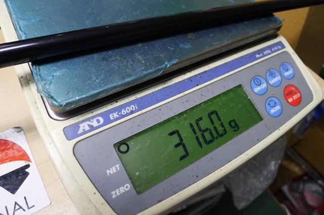マーク試打 ヨネックス i-EZONEドライバー TX クラブの総重量は316gと、市販品のクラブにしては重めに設定されている