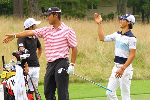 練習ラウンドをともにした松山と石川。2人はともに右手を掲げて、松山の放った弾道を追った。